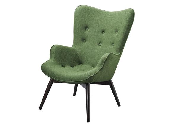skandinavischer sessel mit armlehnen aus webstoff tannengrün