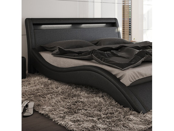 polsterbett modani mit hohem kopfteil 200x220 cm in schwarz innocent. Black Bedroom Furniture Sets. Home Design Ideas