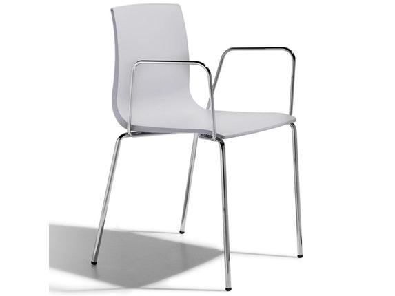 designer stuhl alice mit armlehne hellgrau. Black Bedroom Furniture Sets. Home Design Ideas